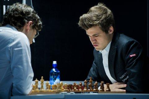 Magnus Carlsen spilte mot Jon Ludwig Hammer i sjakk-NM i Stavanger tidligere i år. Mandag ble han verdensmester i hurtigsjakk.