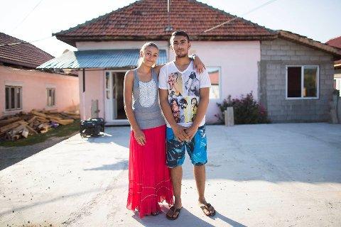 Lavinia og Armando skal gifte seg rundt juletider. Familien har allerede påbegynt grunnmuren til det som skal bli deres felles hjem, et toroms hus. Det er uvisst når det vil stå ferdig, ettersom det må bygges litt etter litt etter hvert som familien har råd.