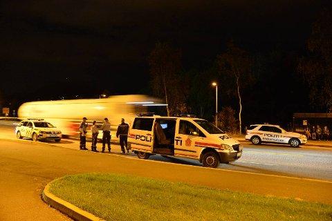 Politiet ble varslet om hendelsen klokken 2004. Det var da full slåsskamp om bord i en buss ved Varden i Fyllingsdalen.