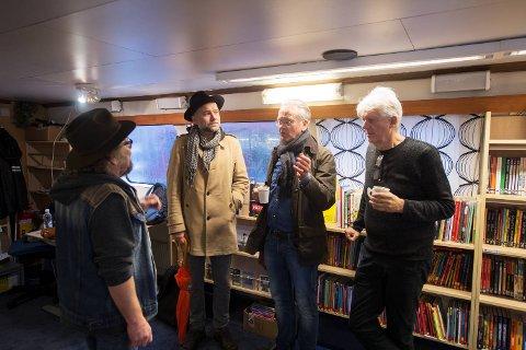 Bergensforfatterne stiller opp for bokbåten på Vestlandet.  Stig Holmås, Gunnar Staalesen og Chris Tvedt.