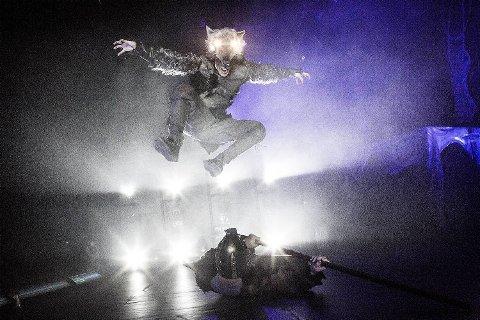 Med Norr har Absence har laget en imponerende danseforestilling der gudene kriger med hele kroppen. Her er Fenrisulven på hugget.