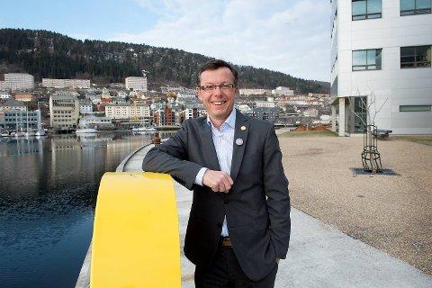 Rektor ved UiB, Dag Rune Olsen, er glad for at universitetet nå får flere studieplasser.