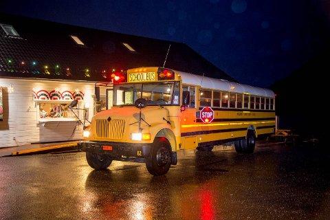 Ideen om skolebussen kom da Andersen pønsket ut hvordan de skal lokke til seg kunder når trafikkgrunnlaget utenfor blir mindre som følge av ny E39.