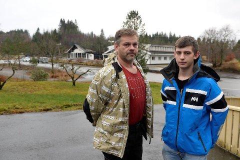Arkadiusz og Damian Przewoznik bor like i nærheten av hotellet som brant i natt.