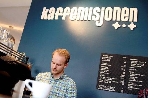 Christian Nesset er barista hos Kaffemisjonen.