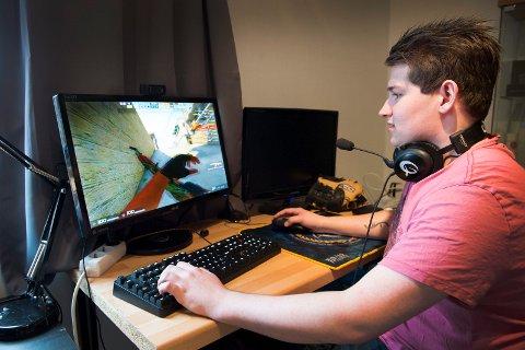 Preben Raknes (20) spilte i snitt 50 timer i uken, og svidde av 30 000 kroner på spilleffekter i spillet «Counter Strike».