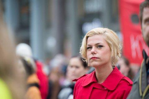 Jette Christensen, stortingspolitiker og nestleder i Ap, tok et kraftig oppgjør med arbeids-og sosialminister Robert Eriksson (Frp).