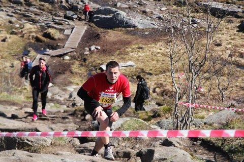 David Toska var blant de første på toppen i bakkeløpet Løvstakken Opp i Bergen torsdag. Foto: Hanne Hagen Rotnes