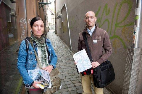 Peder Lerøy og Anette Svae fra Foreningen for Human narkotikapolitikk i Hordaland ble søndag ettermiddag bortvist fra Vågsbunnen for å ha delt ut brukerutstyr.