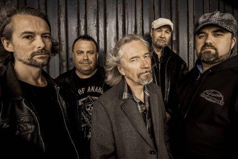 BB Lyngs Blues Band består av Tor Bjarne Bjelland, Helge Lynglund, Atle Mjørlaug, Ole Thomsen og Ove Gaassand.