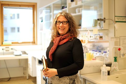 Biolog og doktargradstipendiat Marianne Brattås ønsker å opplyse forbrukerne om giftstoffer i hverdagsprodukter.