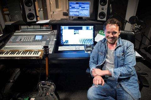 Ole Reinert Berg-Olsen driver sitt eget studio i Os sentrum. Her spiller han inn egne låter, og produserer plater for artister som Gina Aspenes og De Musikalske Dvergene.