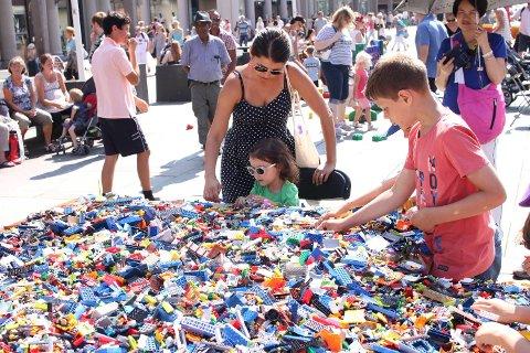 Spillfestivalen byr alltid på masse lego for små og store på Torgallmenningen i helgene. Her fra festivalen i fjor.