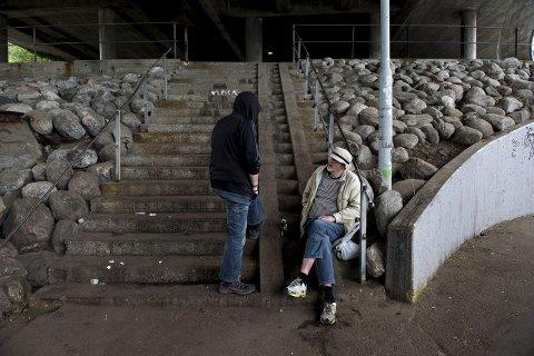 Russcene: Området rundt Straxhuset er blitt en åpen russcene, med åpenlys bruk, kjøp og salg av narkotika. foto: Rune Johansen