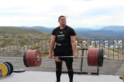 Even Liland løftet 300 kilo, 25 kilo mer enn 2. plassen. – Det var kult, men også kaldt, sa han etterpå.