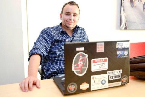 Chris Dale lever av å jobbe mot nett-trusler. Han frykter at politiet har gjort det vanskelig for seg selv.