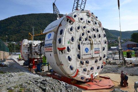 Tunnelboremaskinen som skal ete seg gjennom Ulriken tar form.