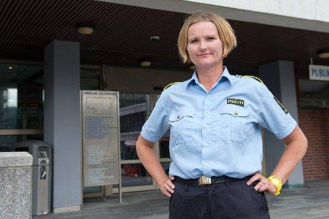 Tone Loftesnes Kornli, leder for Ungdomsseksjonen ved Bergen sentrum politistasjon, vil ha foreldre og lærere mer på banen.
