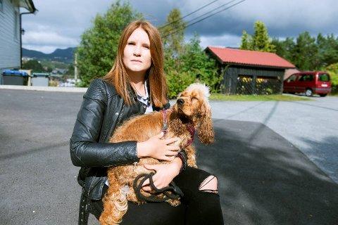 Emilie Gundersen (22) ble drapstruet på Instagram og Facebook. Hun valgte å gå til politiet med truslene. De truet også med å drepe hunden hennes Wilma. FOTO: MAGNE TURØY.