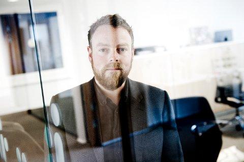 Kunnskapsminister Torbjørn Røe Isaksen (H) tror tett dialog mellom foreldre og barn om sosiale medier, vil øke muligheten for at barna forteller om eventuell nettmobbing som pågår.