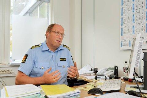 Politioverbetjent Svein Føllesdal ved Bergen vest politistasjon forteller at de nå har fått inn totalt 14 anmeldelser fra ungdom som forteller at de har blitt drapstruet.
