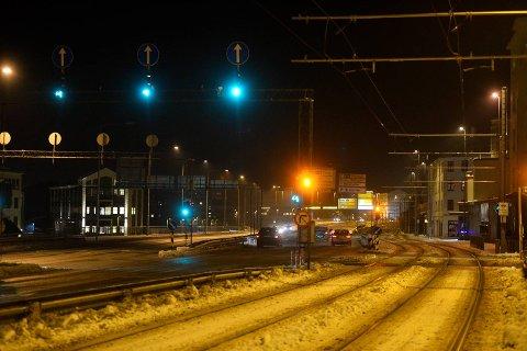 Det var knapt en bil på Danmarks plass lørdag kveld. Likevel ble det målt svært høye nivåer av svevestøv.