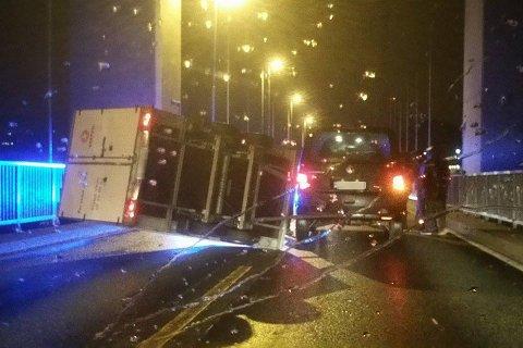 Politiet rykket ut, og Sotrabroen ble stengt.
