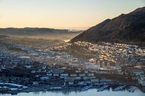 Også tirsdag var det mye forurensing i Bergen. Det kalde været og lite vind gjør at det er mye svevestøv, særlig i området ved Danmarks plass.
