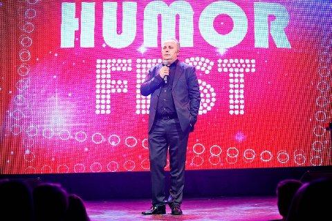 Hans Morten Hansen på scenen under Humorfest i 2014.