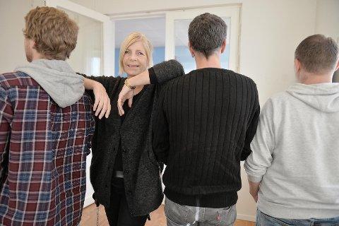 Annette Mattsson er forfatter i Bjørgvin fengsel. Hugo (43), Jens Arne (46) og Runar (23) har alle skrevet ned bruddstykker om sin oppvekst. Sistnevnte skriver dikt han vil gi sine foreldre for at de skal forstå hvorfor det gikk så galt som det gjorde.