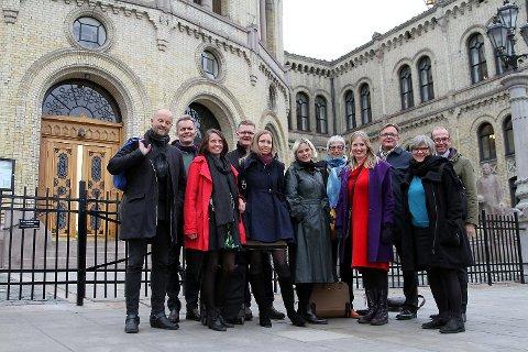 Tirsdag forrige uke reiste representanter fra Bergen kommune, Hordaland fylkeskommune, Kultur Vest, Carte Blanche, BIT Teatergarasjen og Den Nationale Scene til Oslo og Stortinget for å møte Hordalands-benken om Sentralbadet.