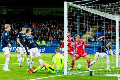 Ørjan Røyrane scoret Kongsvingers andre mål i semifinalen i cupen mellom Strømsgodset og Kongsvinger på Marienlyst stadion. Foto: Vegard Wivestad Grøtt / NTB scanpix