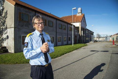 Harald Aasaune, fengselsleder i Bergen Fengsel foran avdeing A øst hvor det brant i en celle mandag kveld.