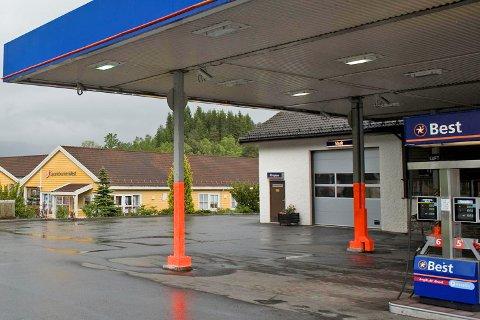 Det var her på Best bensinstasjon på Bjørkheim i Samnanger tabben skjedde da det skulle fylles drivstoff i tankene.