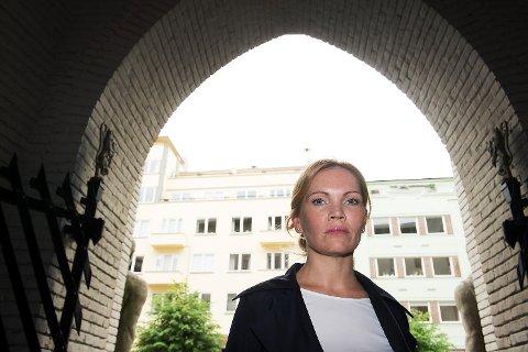 Forsvarer Maria Hessen Jacobsen bekrefter at mannen gjennom vikarbyrå har jobbet i 11 ulike barnehager i Bergen.