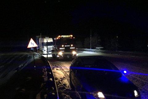En rekke utenlandske vogntog fikk problemer på riksvei 7. For denne sjåføren ble det stans ved Sysendammen.