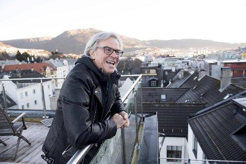 Bjørn Arne «Bamse» Willberg Andersen er inspirert av egne opplevelser når han debutere med sitt eget prosjekt på Den Nationale Scene. 57-åringen fra Møhlenpris har skrevet både tekst og musikk, samt spiller hovedrollen i «Engler over Møhlenpris».