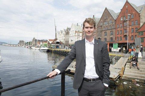 VANSKELIG: Byård for sosial, bolig og inkludering Erlend Horn (V) er enig med Vasan Singaravel (H) i at det vil by på en del utfordringer når Bergen skal bosette 1550 flyktinger på to år, men mener ikke svaret er å stramme inn.ARKIVFOTO: MAGNE TURØY