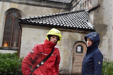 Kim Jørgen Arnetvedt og Silvana Funes er skuffet over at Kirkens Bymisjon har stoppet utleveringen av mat ved Korskirken.