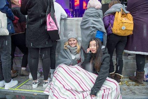 Yvonne Gudmundsen (16) og Thea Raunsgard (14) var ikke de første, selv om de var i byen allerede i 8-tiden.