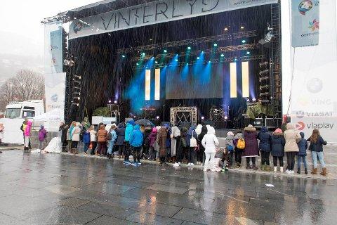 Rundt 40 ungdommer var på plass da konsertområdet ble åpnet klokken 1000. Hovedsakelig var det jenter.