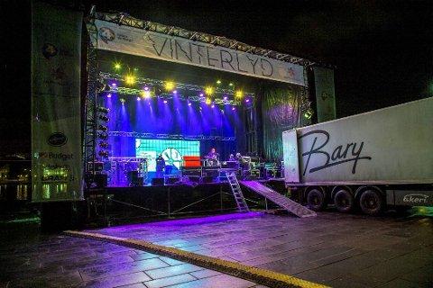 Flere unge fans kom til Festplassen i løpet av natten for å sikre seg de beste plassene. Flere ble bortvist.