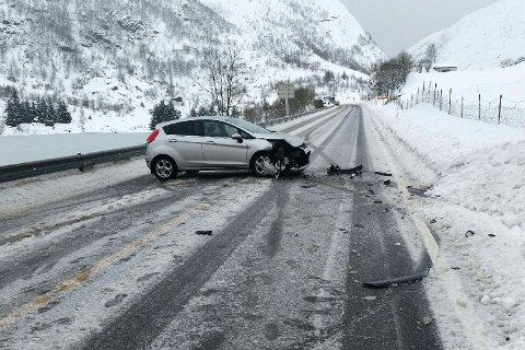 Bilene fikk store materielle skader.