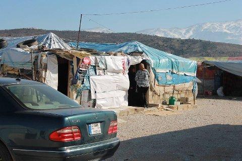 Mange av flyktningene bor i telt i kulden.
