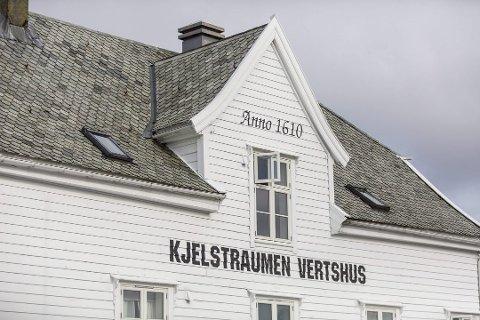 Hovudbygninga i Kjelstraumen vart oppført i 1610. FOTO: MORTEN SÆLE