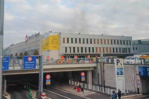 Flyplassen i Brussel er rammet av flere eksplosjoner tirsdag morgen.