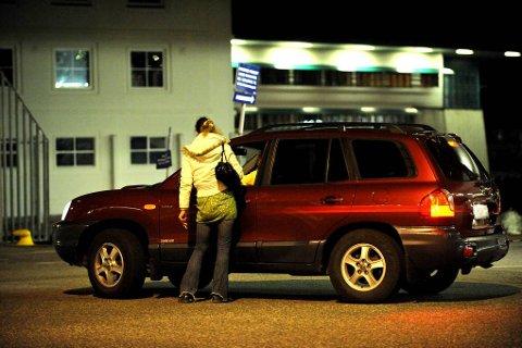 Det må på plass langsiktige hjelpetiltak for å hjelpe mennesker ut av prostitusjonen, skriver Anna Kathrine Eltvik og Marthe Hammer.