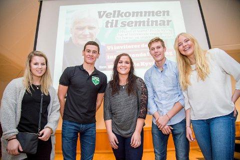 Anna Dorthea Espevik (t.v.) var en av fem som fikk 10.000 kroner for sin Topp 5-plassering i talentkåringen for 2015. Videre på bildet ser vi Gustav Iden, vinner Beatrice Llano, Magnus Iversen og Synnøve Medhus.