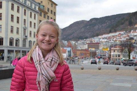 Rikke Ullmann (13) har ambisjoner om å svømme i Paralympics og å bli lege eller advokat.