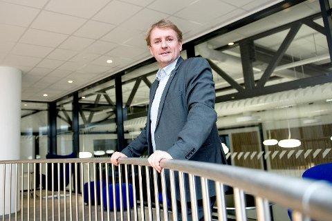 Regionvegsjef Helge Eidsnes har signert brevet som orienterer tilbyderne i anbudskonkurransen «El1260 Hordaland Vest 2016-2022» om at Statens vegvesen har omgjort tildelingen av kontrakten.